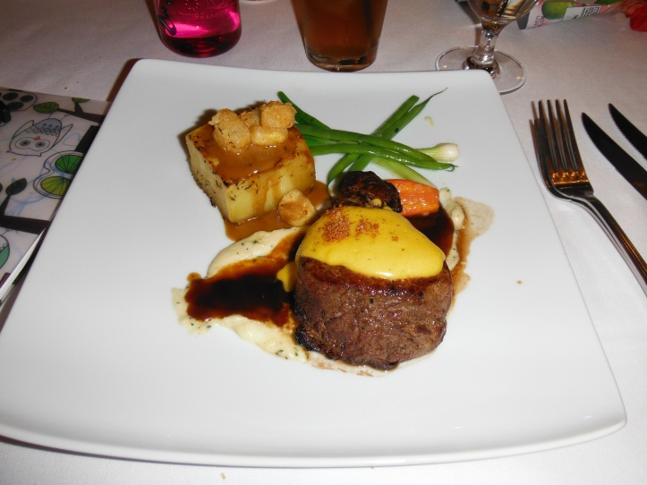 Sirloin with Bernaise and red wine reduction